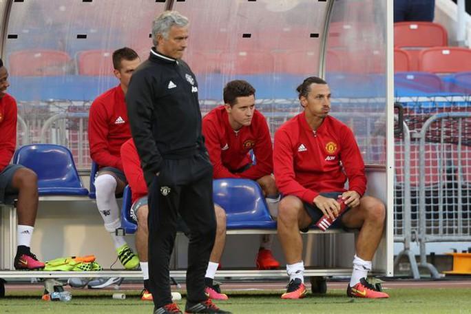 HLV Mourinho có rất nhiều lựa chọn cho hàng tiền vệ