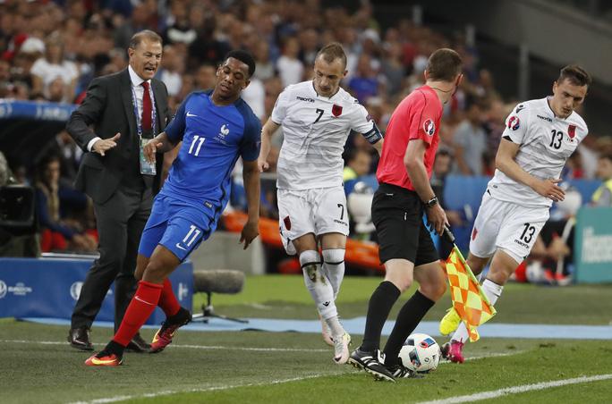 Martial gây thất vọng nặng nề trong lần đầu tiên đá chính cho Pháp ở một VCK Euro