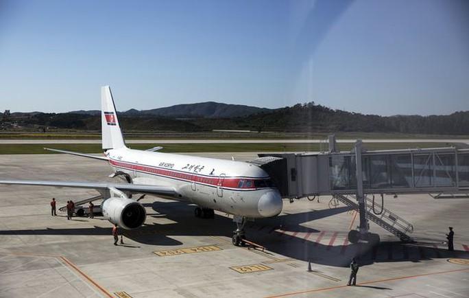 Máy bay Tupolev TU 204-300 của hãng hàng không quốc gia Triều Tiên Air Koryo hạ cánh khẩn cấp xuống Trung Quốc hôm 22-7. Ảnh: Reuters