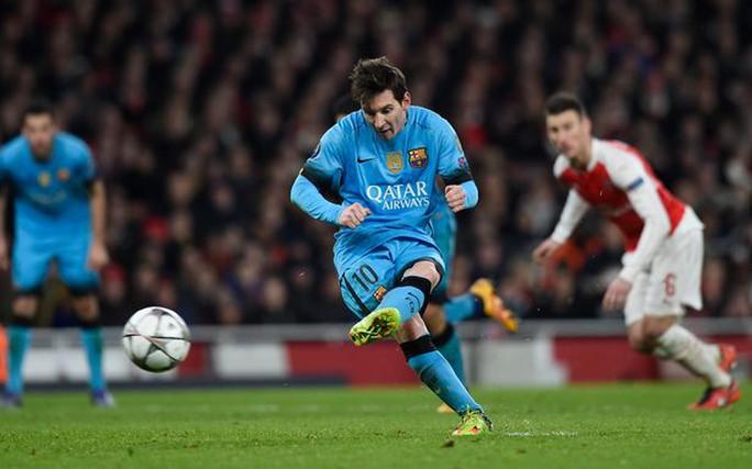 Messi nâng tỉ số lên 2-0 trên chấm phạt đền