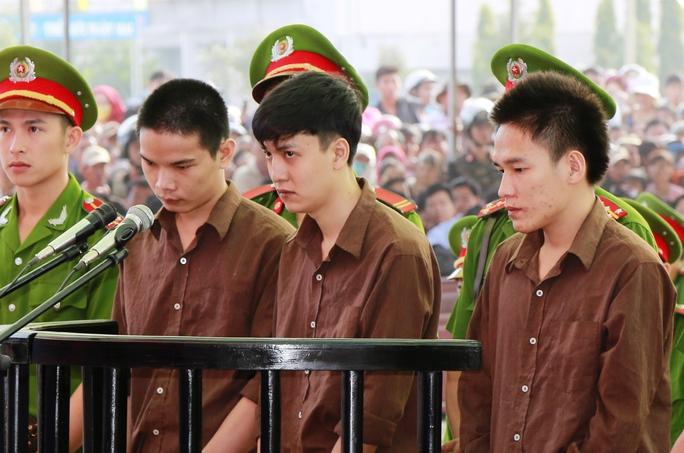 Từ trái qua phải: Vũ Văn Tiến, Nguyễn Hải Dương, Trần Đình Thoại
