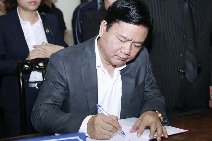 Bí thư Thành ủy TP HCM Đinh La Thăng viết sổ tang