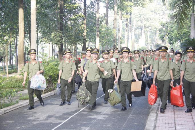Sinh viên Trường ĐH An ninh nhân dân tham gia phong trào tình nguyện chào mừng ngày 26-3