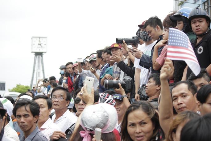 Sôi nổi, nồng nhiệt là cách người dân TP HCM thể hiện lòng yêu mến đối với Tổng thống Obama.