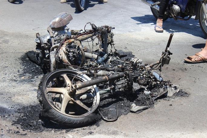 Chiếc xe máy bị thiêu rụi hoàn toàn