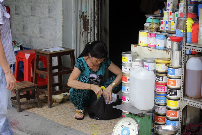 Những địa điểm mới được lựa chọn để di dời chợ hóa chất Kim Biên có thể là quận Bình Tân, huyện Bình Chánh, vì đáp ứng được yêu cầu về mặt bằng, phù hợp kinh doanh, xa dân cư, dễ quản lý. Tuy nhiên, có nhiều chuyên gia cho rẳng chỉ dời chợ hóa chất ra xa thì chưa giải quyết được vấn đề, điều quan trọng là phải quản lý được việc buôn bán hóa chất.