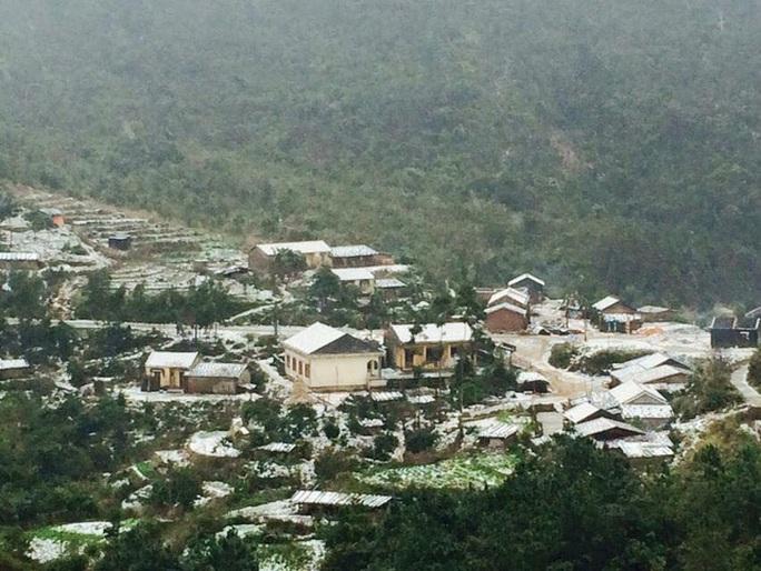 Mưa tuyết phủ trắng khắp nơi ở Bình Liêu, Quảng Ninh - Ảnh: Báo Quảng Ninh