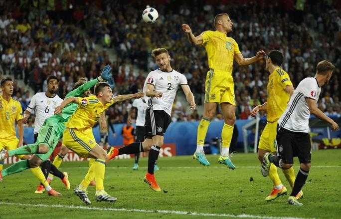 Ngay cả khi ghi được bàn thắng từ sớm nhờ công của Mustafi, Đức vẫn bị Ukraine liên tục gây sức ép