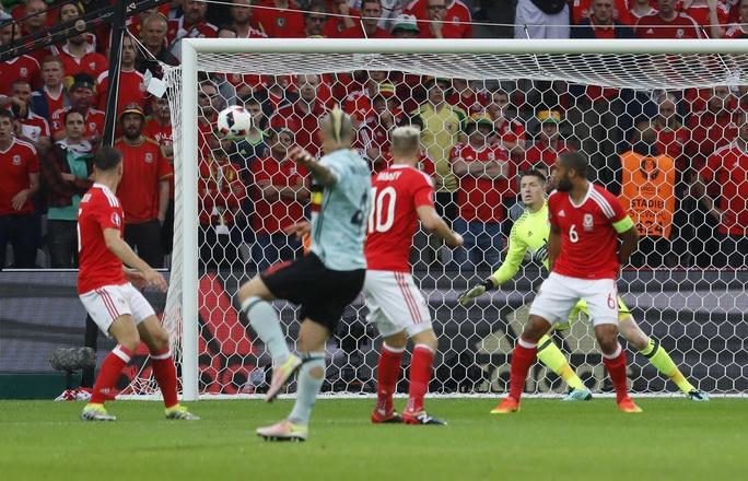 Nainggolan mở tỉ số cho tuyển Bỉ từ phút 13