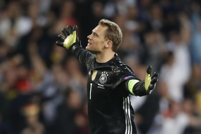 Thủ thành Neuer đã phải trổ hết tài năng mới giúp Đức vượt qua được Ukraine