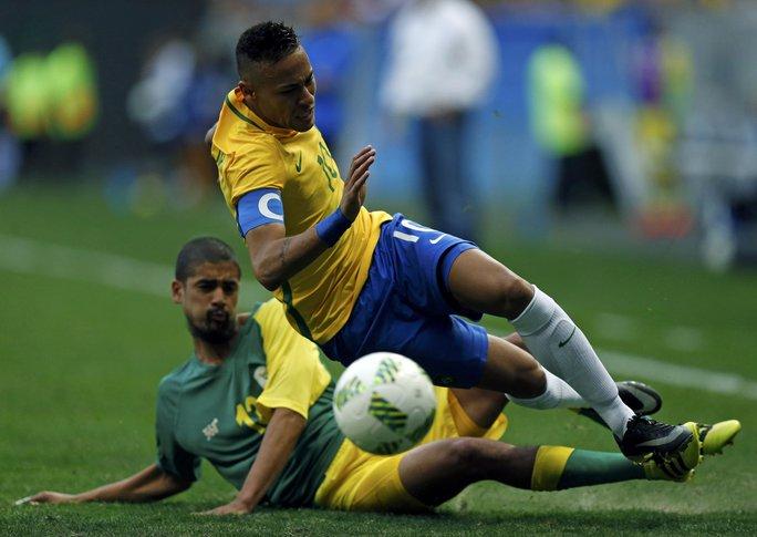 Sở hữu đội hình chất lượng với Neymar trong đội hình nhưng Brazil vẫn bị Nam Phi cầm chân trong ngày khai mạc