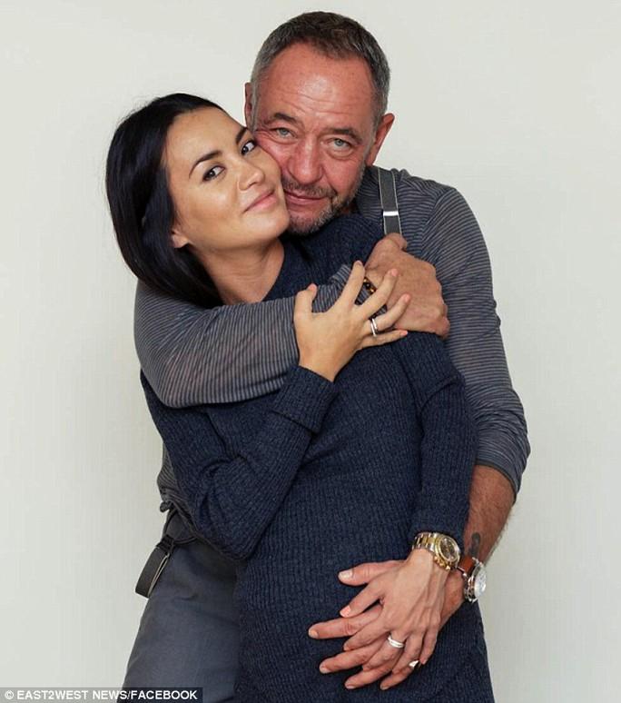 Ông Lesin và cô Rakhimbayeva. Ảnh: Facebook