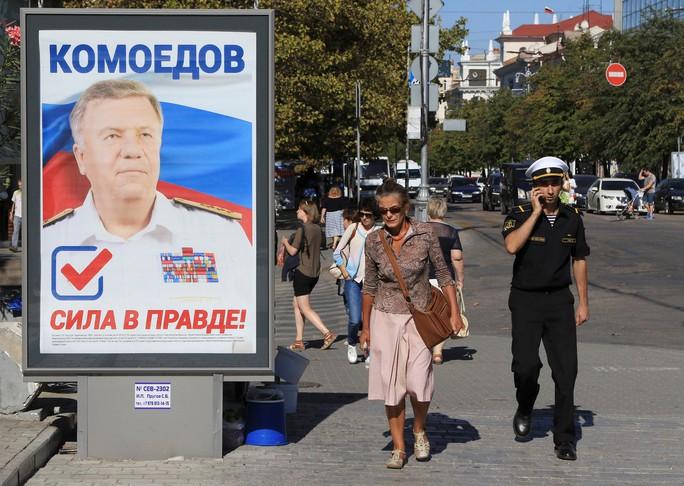 Áp phích tranh cử tại TP Sevastopol, bán đảo Crimea. Ảnh: Reuters