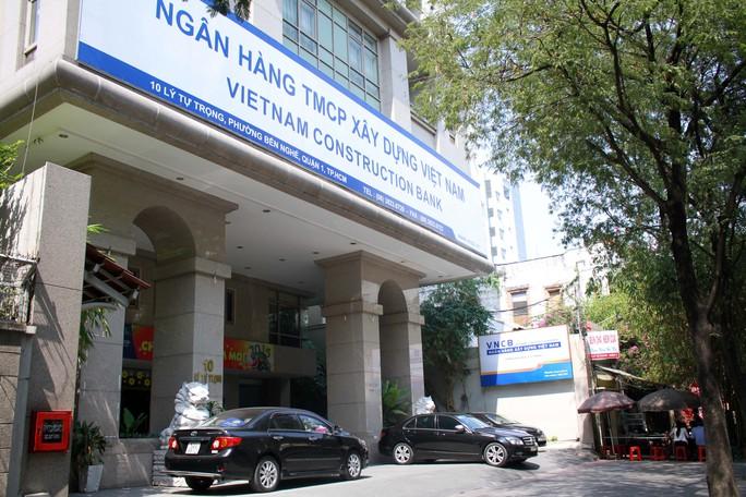 Tuy Ngân hàng Xây dựng Việt Nam bị Ngân hàng Nhà nước đặt vào tình trạng kiểm soát, mọi giao dịch có giá trị từ 5 tỉ đồng trở lên đều phải có ý kiến của tổ giám sát Ngân hàng Nhà nước. Thế nhưng, lợi dụng nắm quyền kiểm soát, chi phối VNCB, Phạm Công Danh chỉ đạo cấp dưới thực hiện lập các hồ sơ khống hòng rút tiền, vay tiền của VNCB với mục đích trả các khoản nợ, trả lãi ngoài và chi tiêu cá nhân. Từ đó Danh và đồng phạm gây thiệt hại cho VNCB trên 9.000 tỉ đồng.