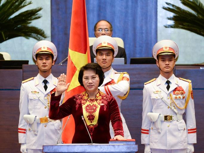 Chủ tịch Quốc hội Nguyễn Thị Kim Ngân tuyên thệ nhậm chức vào ngày 31-3 - Ảnh: NGUYỄN NAM
