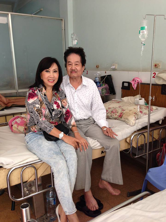 Ca sĩ Phương Hồng Ngọc vào thăm Tòng Sơn tại BV