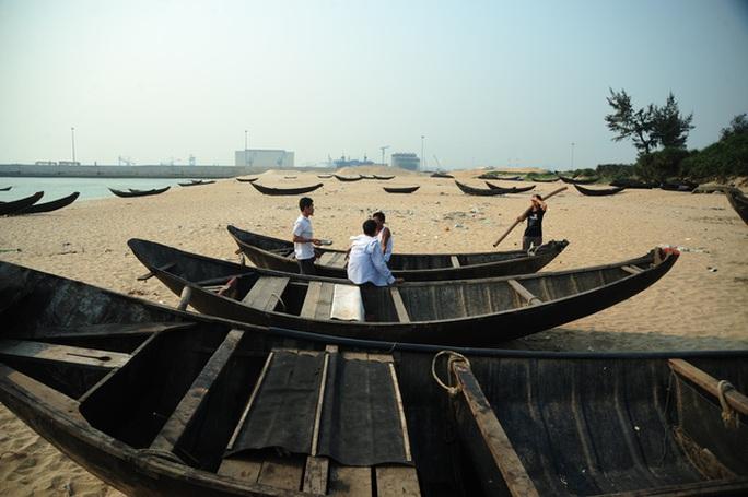 Hàng trăm ngư dân Hà Tĩnh ngừng ra khơi do nguồn thủy hải sản nơi đây không thể tiêu thụ