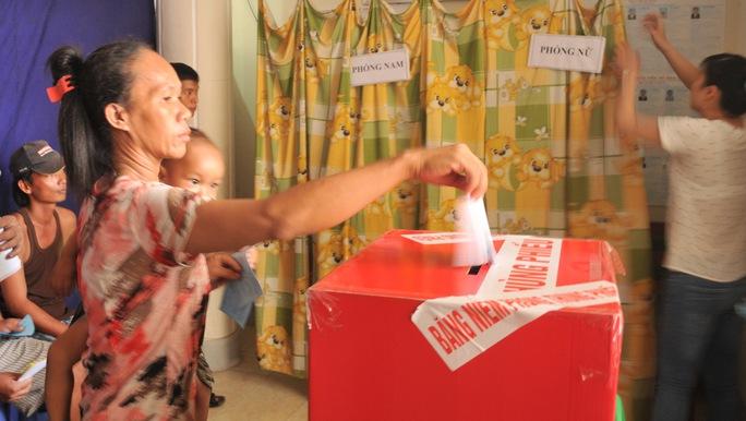 Cử tri xã đảo Thổ Châu đi bầu cử sớm vào ngày 19-5 vừa qua.
