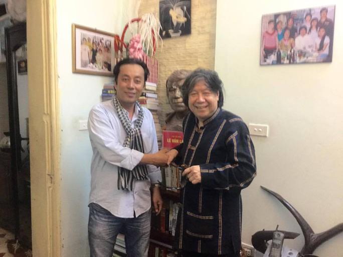 Nguyễn Đức Long và nhà sử học Lê Văn Lan- người đóng góp ý kiến chuyên môn cho phim