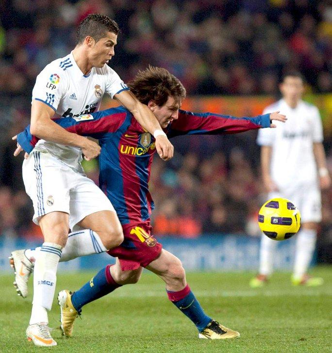 Bên ngoài, Pep - Mou đấu trí, trong sân Ronaldo - Messi giao tranh