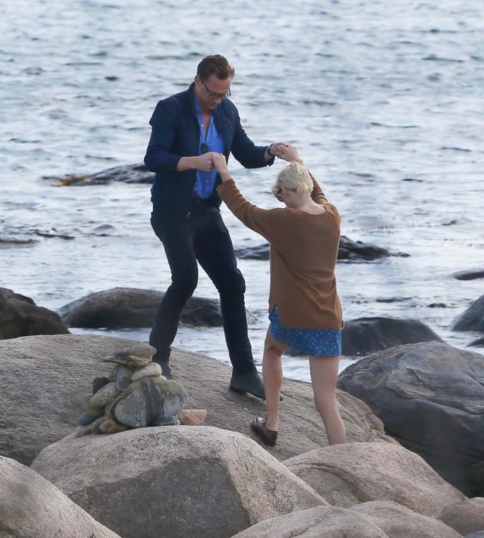 Taylor và Tom hẹn hò bãi đá