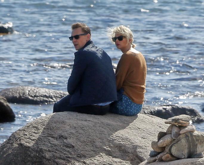 """""""Dậy sóng"""" chuyện Taylor Swift hẹn hò Tom Hiddleston"""