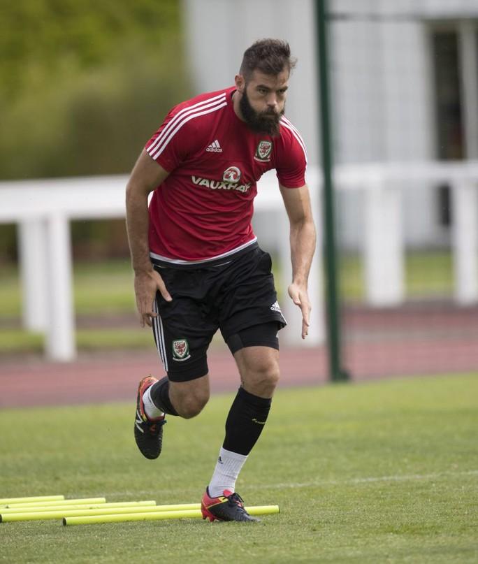 Joe Ledley tích cực tập luyện cho trận bán kết Euro lịch sử với Bồ Đào Nha