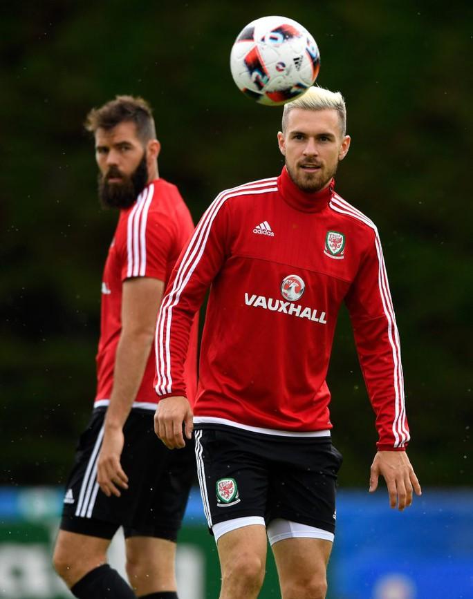 Vắng Ramsey, tuyến giữa Xứ Wales sẽ do Ledley chỉ đạo