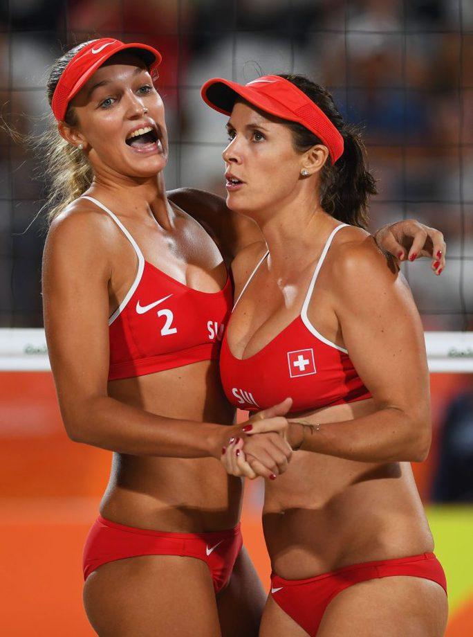 Isabelle Forrer và bạn đánh đôi Anouk Verge-Depre (2) của Thụy Sĩ