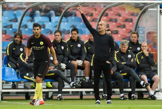 Man City đang được nhiều khán giả chú ý nhờ sự xuất hiện của Pep Guardiola trên băng ghế chỉ đạo