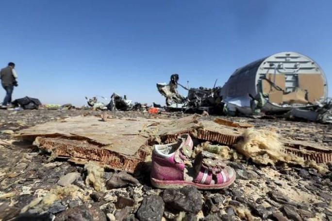 Vụ rơi báy bay gây ra những nỗi đau quá lớn cho gia đình các nạn nhân. Ảnh: Reuters