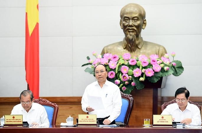 Thủ tướng Nguyễn Xuân Phúc chủ trì hội nghị cải cách hành chính sáng 17-8 - Ảnh: Quang Hiếu