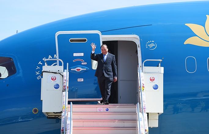 Thủ tướng Chính phủ Nguyễn Xuân Phúc rời chuyên cơ xuống sân bay Chubu-Nagoya, bắt đầu chuyến thăm và làm việc tại Nhật Bản. Ảnh: VGP/Quang Hiếu