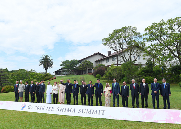 Các nguyên thủ quốc gia tham dự hội nghị G7 mở rộng chụp ảnh chung