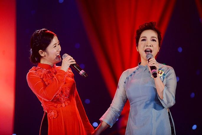 Hồng Nhung - Mỹ Linh mang Hơi thở mùa xuân đến cho khán giả