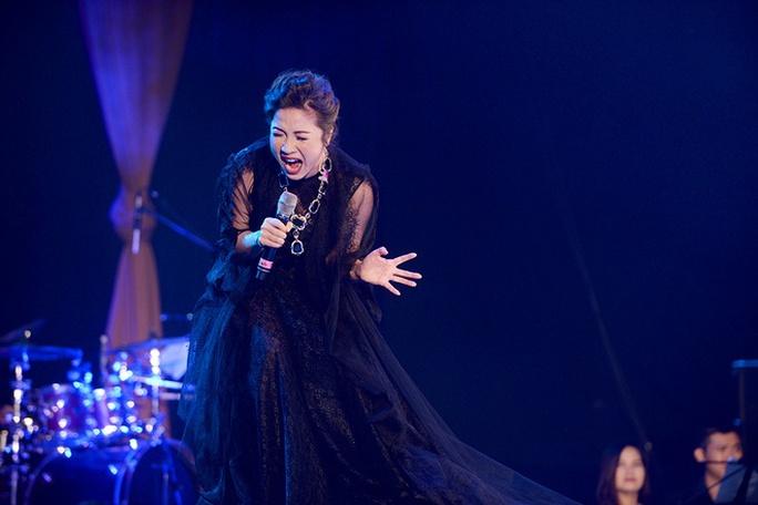 Mỹ Linh đem đến cho khán giả những ca khúc đã làm nên tên tuổi của chị