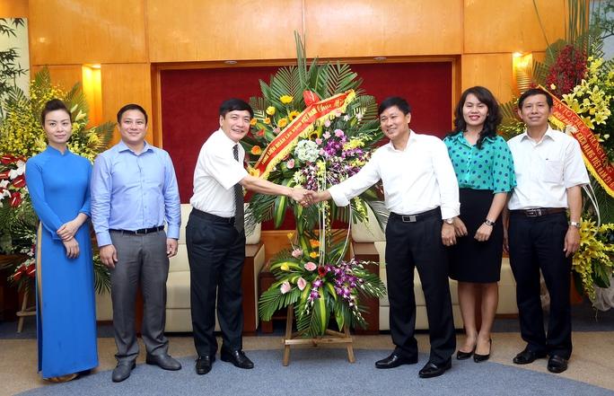 Chủ tịch Tổng LĐLĐ Việt Nam Bùi Văn Cường thăm, chúc mừng Đài Truyền hình Việt Nam nhân dịp kỷ niệm 91 năm ngày Báo chí Cách mạng Việt Nam.