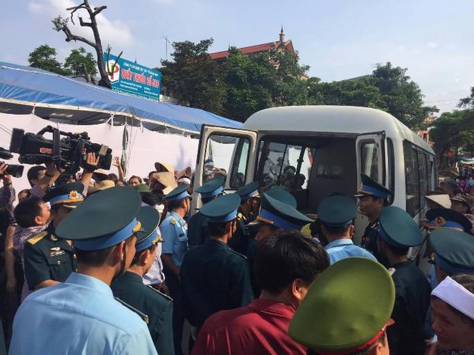 Linh cữu đại tá Trần Quang Khải được đưa về quê nhà