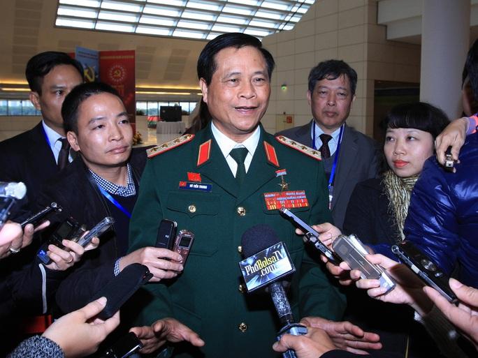 Thượng tướng Võ Tiến Trung trả lời báo chí bên lề Đại hội XII