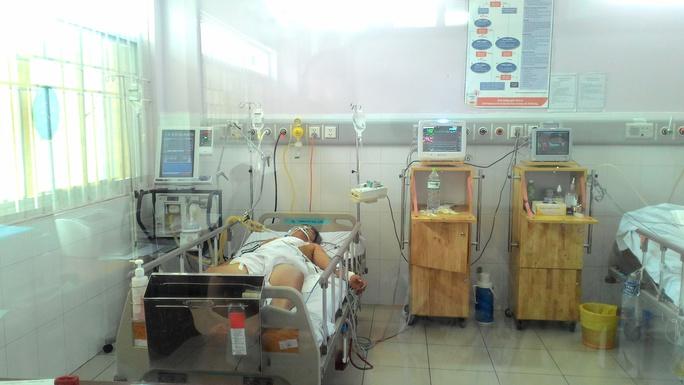 Và được các bác sĩ vá lại lổ thủng tim để cứu sống.
