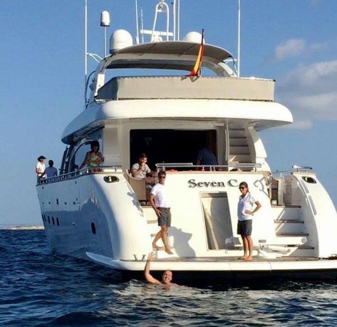 Du thuyền của Messi