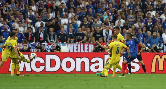 May cho Pháp là họ có Payet, người hùng của Gà trống Gaulois với bàn thắng tuyệt phẩm ở phút 89