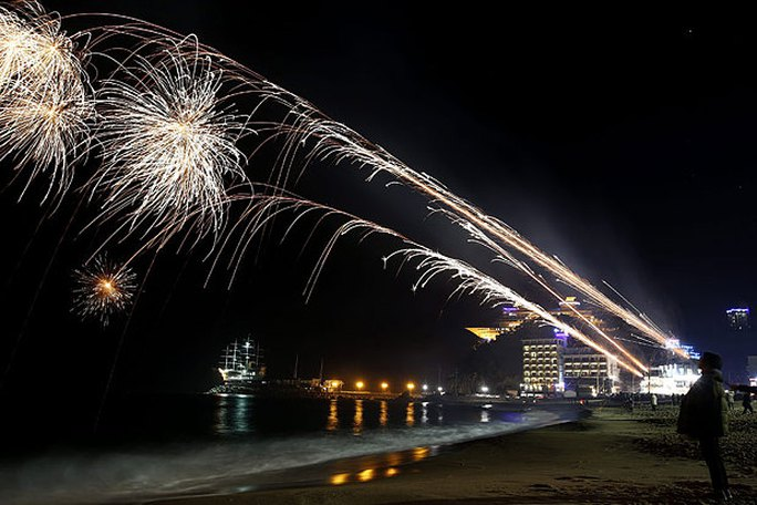 Bãi biển Jeongdongjin ở Gangneung, tỉnh Ganwon rực rỡ không kém. Ảnh: EPA
