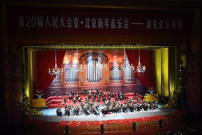 Biểu diễn mừng năm mới tại Đại lễ đường Nhân dân ở Bắc Kinh. Ảnh: Rex