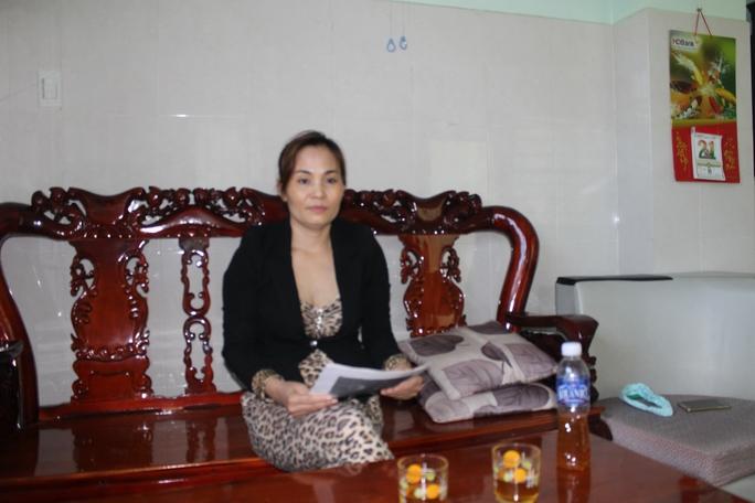 Bà Nguyễn Thị Thập đau khổ nói rằng đời mình không còn ý nghĩa khi mất quyền nuôi con, không được thăm con