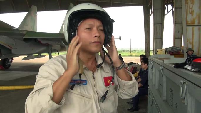 Phi công Trần Quang Khải trước khi gặp nạn khi bay huấn luyện trên chiếc máy bay Su-30 MK2 số hiệu 8585