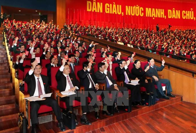 Các đại biểu thông qua chương trình Đại hội XII tại phiên trù bị sáng 20-1 - Ảnh: TTXVN
