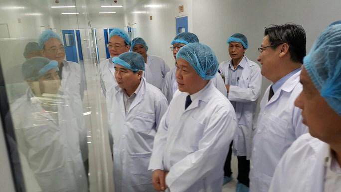 Phó Thủ tướng cùng lãnh đạo TP HCM thăm Khu CNC