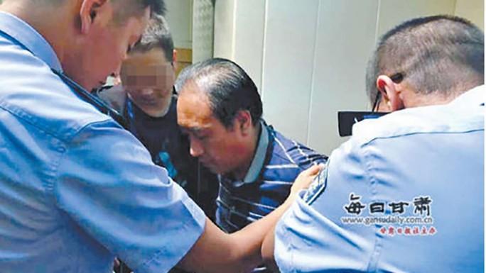 Nghi phạm Cao Thành Vĩnh sau khi bị bắt. Ảnh: SCMP