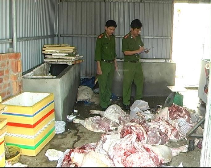 Hơn 900 kg thịt, xương heo thối không rõ nguồn gốc